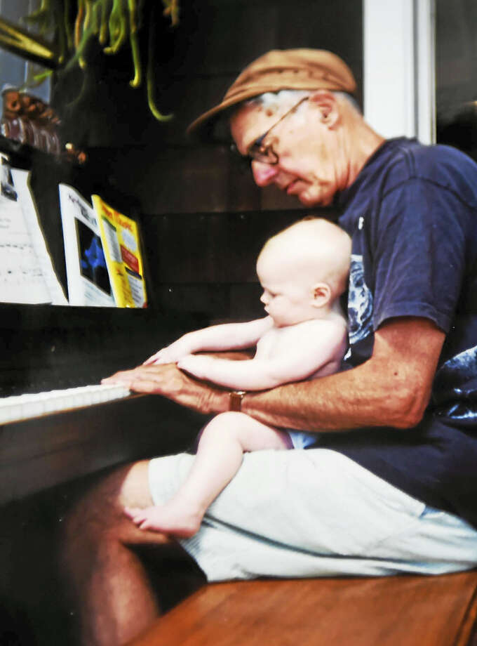 Walter Kaylin at his home in Old Lyme about 20 years ago with his granddaughter, Charlotte Beach. You could say she studied on the knees of the master.   (Contributed photo by Jennifer Kaylin). Photo: Peter Hvizdak - New Haven Register   / ©2017 Peter Hvizdak