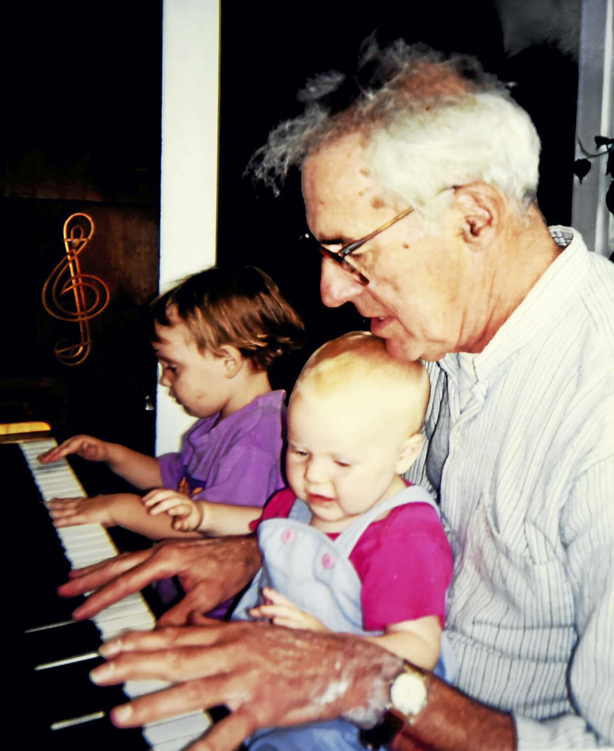 Walter Kaylin at his home in Old Lyme about 20 years ago with his granddaughters, Natalie Beach and Charlotte Beach (on his lap). (Contributed by Jennifer Kaylin)