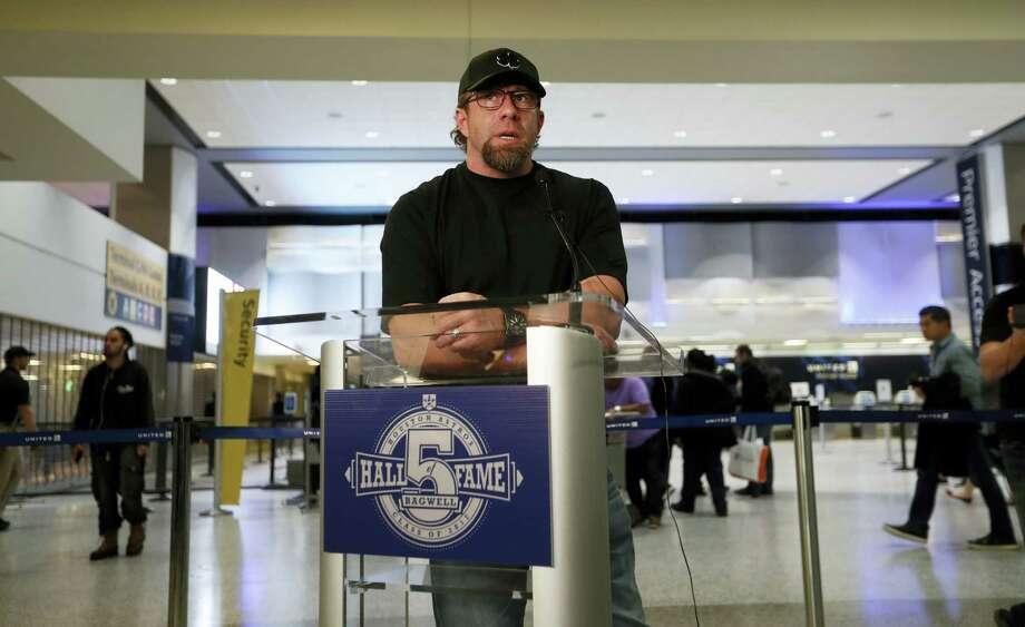 Former Houston Astros first baseman Jeff Bagwell speaks to reporters Wednesday in Houston. Photo: Karen Warren — Houston Chronicle Via AP   / 2016 Houston Chronicle