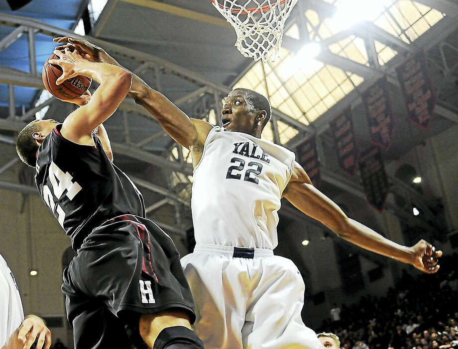 Yale's Justin Sears (22) blocks a shot from Harvard's Jonah Travis during an Ivy League playoff game in 2015 in Philadelphia. Photo: The Associated Press File Photo   / FR168006 AP