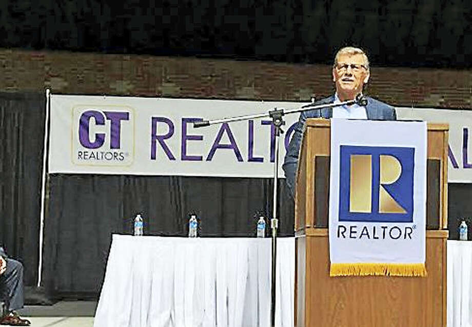 Geno Auriemma giving the realtors a pep talk Photo: Jack Kramer — Ctnewsjunkie