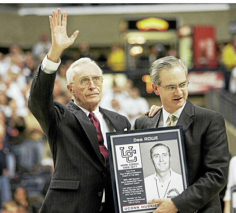 Former UConn head coach Dee Rowe waves to the crowd during a 2007 ceremony. Photo: The Associated Press File Photo   / AP