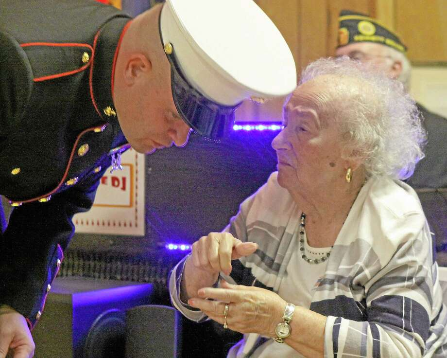 Rose Lowery, one of the nation's pioneering female Marines, talks with current Marine John DeMatteo at a veterans dinner. Photo: Photo By Chris Barber