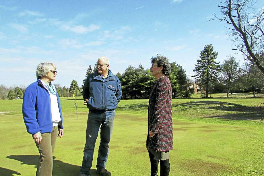 From left, Cynthia Baldwin and Malcolm Baldwin Jr. with Woodbridge First Selectman Ellen Scalettar at Homewood Acres. Photo: CONTRIBUTED PHOTO