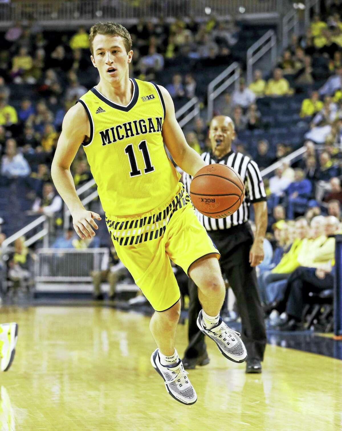 Michigan guard Andrew Dakich says he is transferring to Quinnipiac.