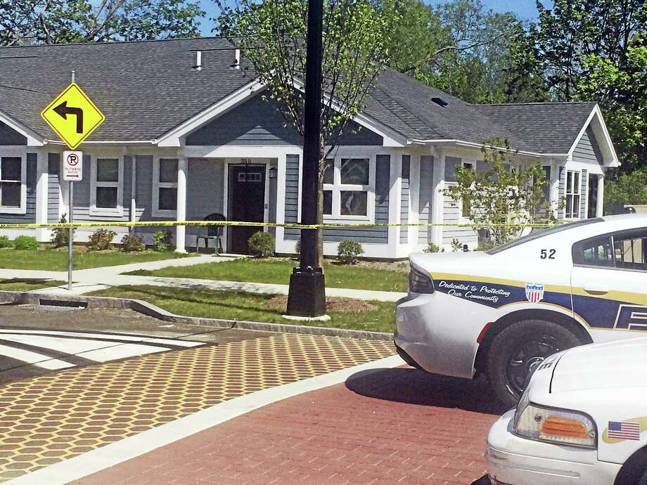 Police investigate after a body was found Thursday at the Brookside housing complex. Photo: Jessica Lerner — New Haven Register
