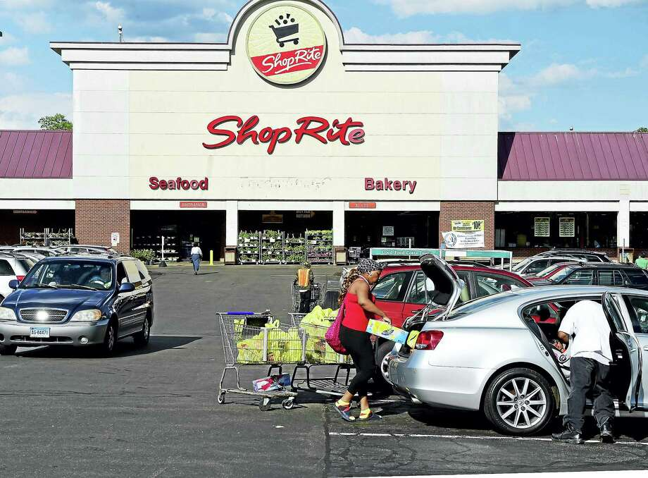 The Campbell Ave. ShopRite in West Haven. Photo: Peter Hvizdak — New Haven Register   / Peter Hvizdak