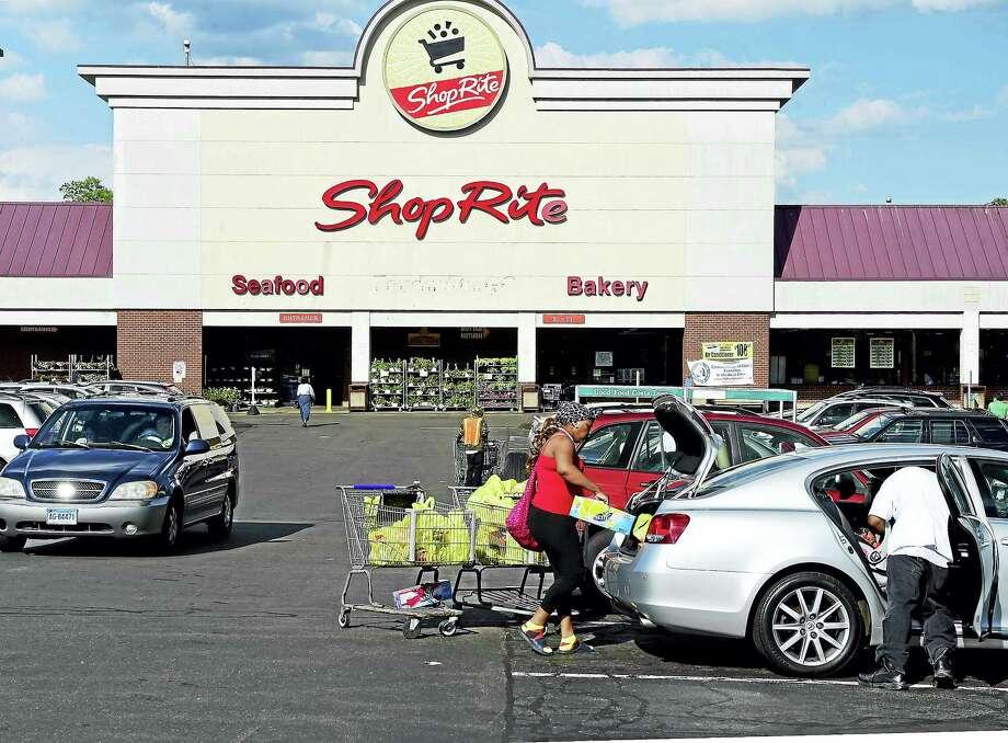 The Campbell Ave. ShopRite in West Haven. Photo: Peter Hvizdak — New Haven Register   / Peter Hvizdak