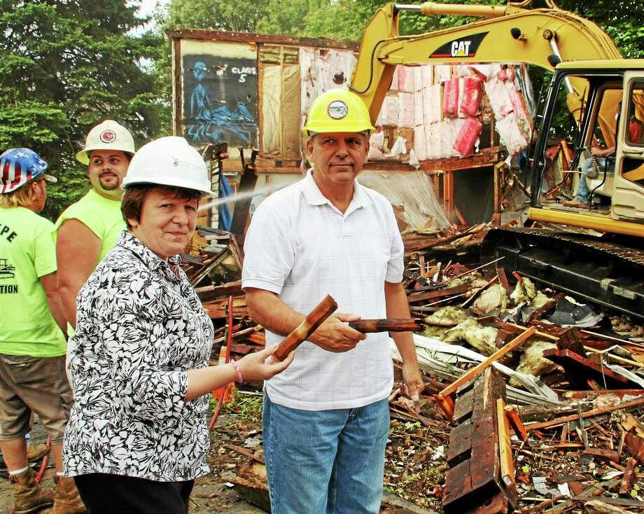Derby Mayor Anita Dugatto and Alderman Carmen DiCenso show wooden dowels found in a beam in the rubble. Photo: Jean Falbo-Sosnovich — New Haven Register