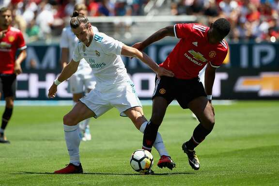 SANTA CLARA, CA - JULY 23:  Gareth Bale #11 of Real Madrid and Timothy Fosu-Mensah #24 of Manchester United go for the ball during the International Champions Cup match at Levi's Stadium on July 23, 2017 in Santa Clara, California.  (Photo by Ezra Shaw/Getty Images)