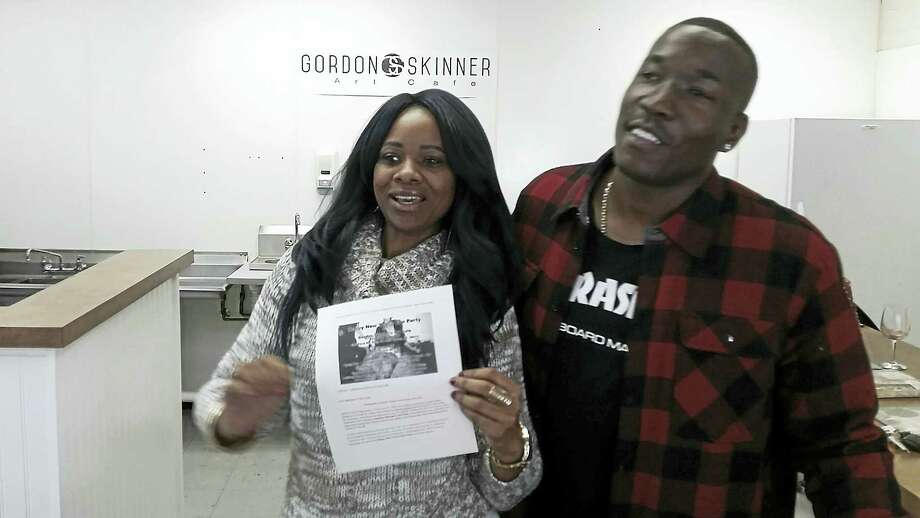 Miranda McCray with Gordon Skinner as they prepare for the New Year's Eve party at Gordon Skinner's Art Cafe Photo: PHOTO BY JASON C. DIAZ — NEW HAVEN REGISTER