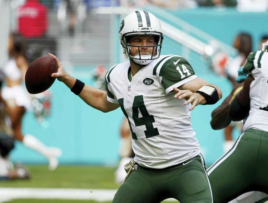 FILE - In this Nov. 6, 2016, file photo, New York Jets quarterback Ryan Fitzpatrick looks to pass during the first half of an NFL football game against the Miami Dolphins in Miami Gardens, Fla. Fitzpatrick will be the Jets' starting quarterback Sunday, Nov. 27, 2016, against the New England Patriots. (AP Photo/Wilfredo Lee, File) Photo: AP / AP