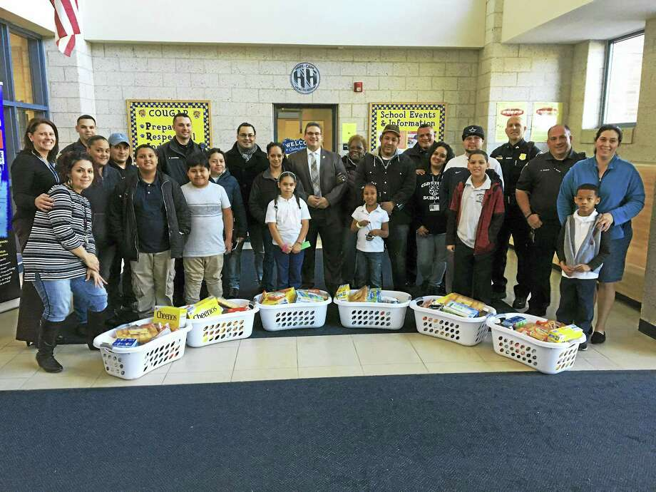 New Haven police work with community leaders in Fair Haven to give away Thanksgiving Day food baskets at Clinton Avenue School Wednesday. Photo: CONTRIBUTED PHOTO