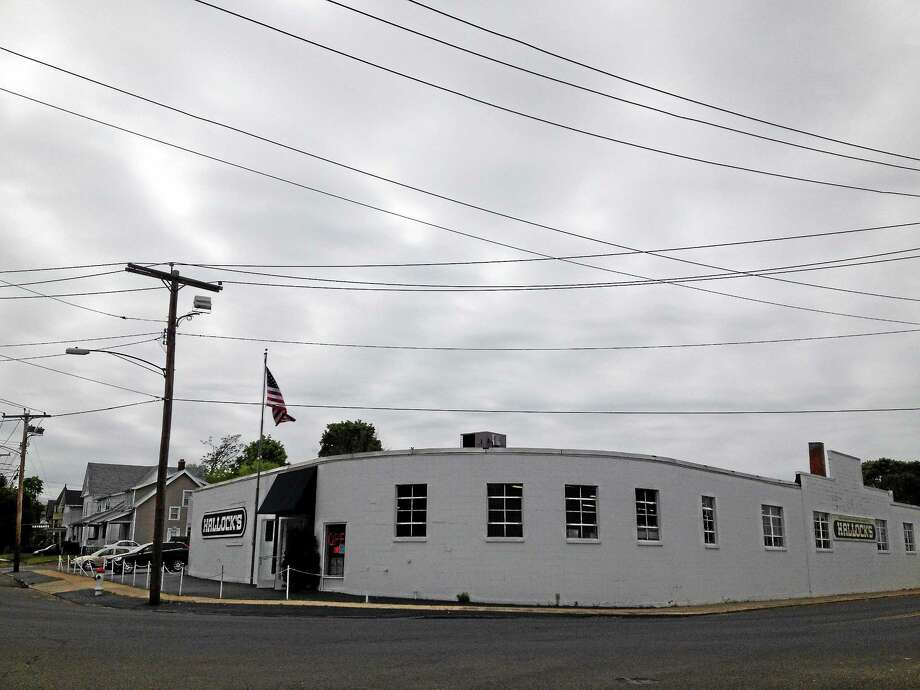 The site of Hallock's Appliances on Main Street in West Haven. Photo: Mark Zaretsky — New Haven Register