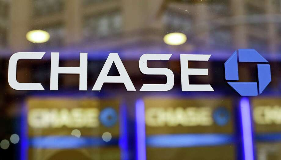 The Chase bank logo in New York. On Nov. 17, 2016, JPMorgan Chase & Co., agreed to pay $264.4 million in fines to federal authorities to settle charges that it hired friends and relatives of Chinese officials in order to gain access to banking deals in that country. Photo: AP Photo/Frank Franklin II, File   / AP2014