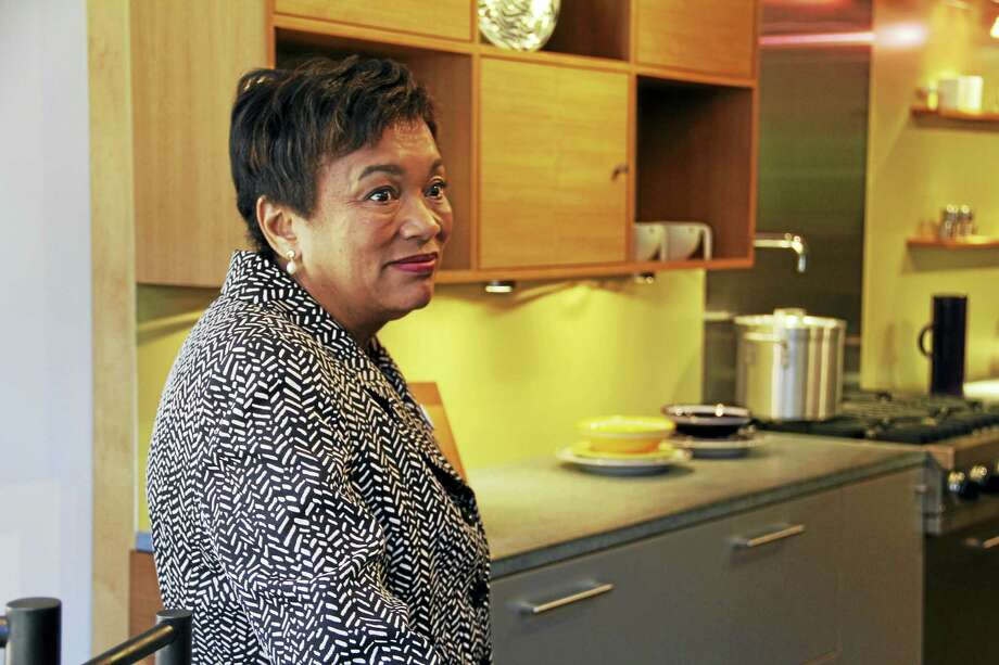 New Haven Mayor Toni Harp stops by Fletcher Cameron Design to tour its facilities at 91 Orange St. Wednesday in the city. Photo: Esteban L. Hernandez — New Haven Register