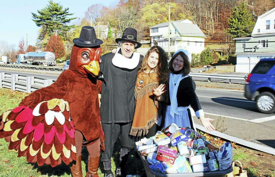 Dr. Bruce Sofferman and his wife, Deborah, and daughter, Sophia, collecting for a past food drive. Photo: Jean Falbo-Sosnovich — New Haven Register File