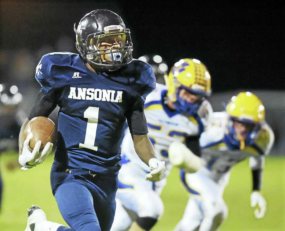 Ansonia running back Markell Dobbs runs for a touchdown against Seymour, in a 41-20 win for the Chargers this weekend at Jarvis Stadium in Ansonia. Photo: Catherine Avalone — New Haven Register   / New Haven RegisterThe Middletown Press