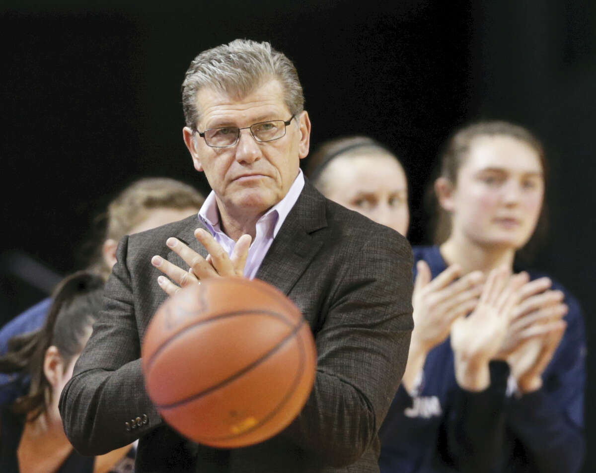 UConn women's basketball coach Geno Auriemma applauds during the first half of UConn's win against Nebraska Wednesday night in Lincoln, Neb.
