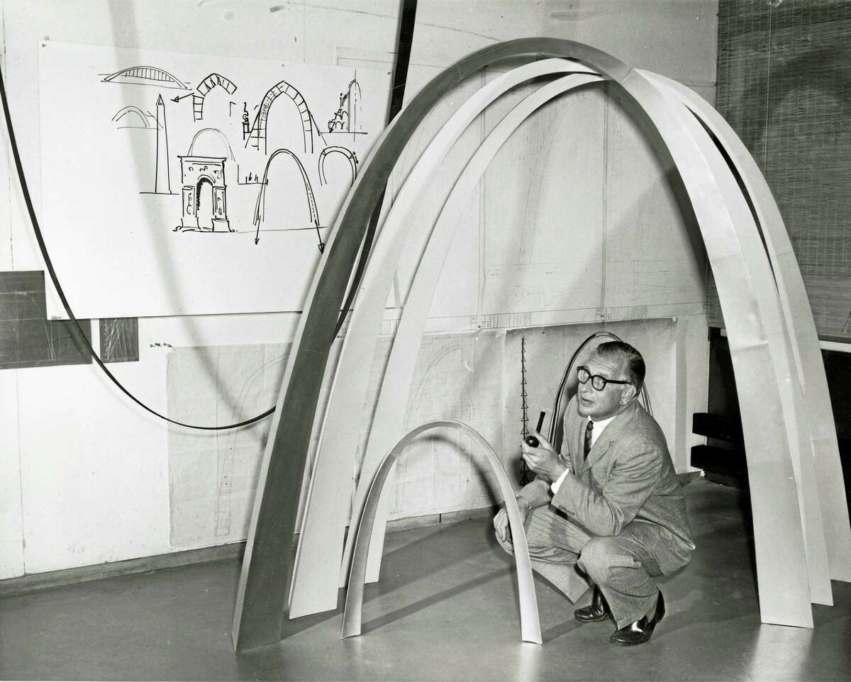 Manuscripts & Archives, Yale University Library Eero Saarinen with a model of the Gateway Arch in St. Louis.