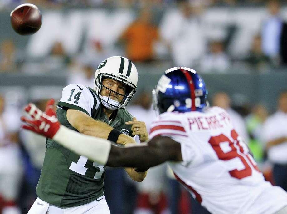 New York Jets quarterback Ryan Fitzpatrick (14) throws a pass against the Giants on Saturday. Photo: Bill Kostroun — The Associated Press   / FR51951 AP