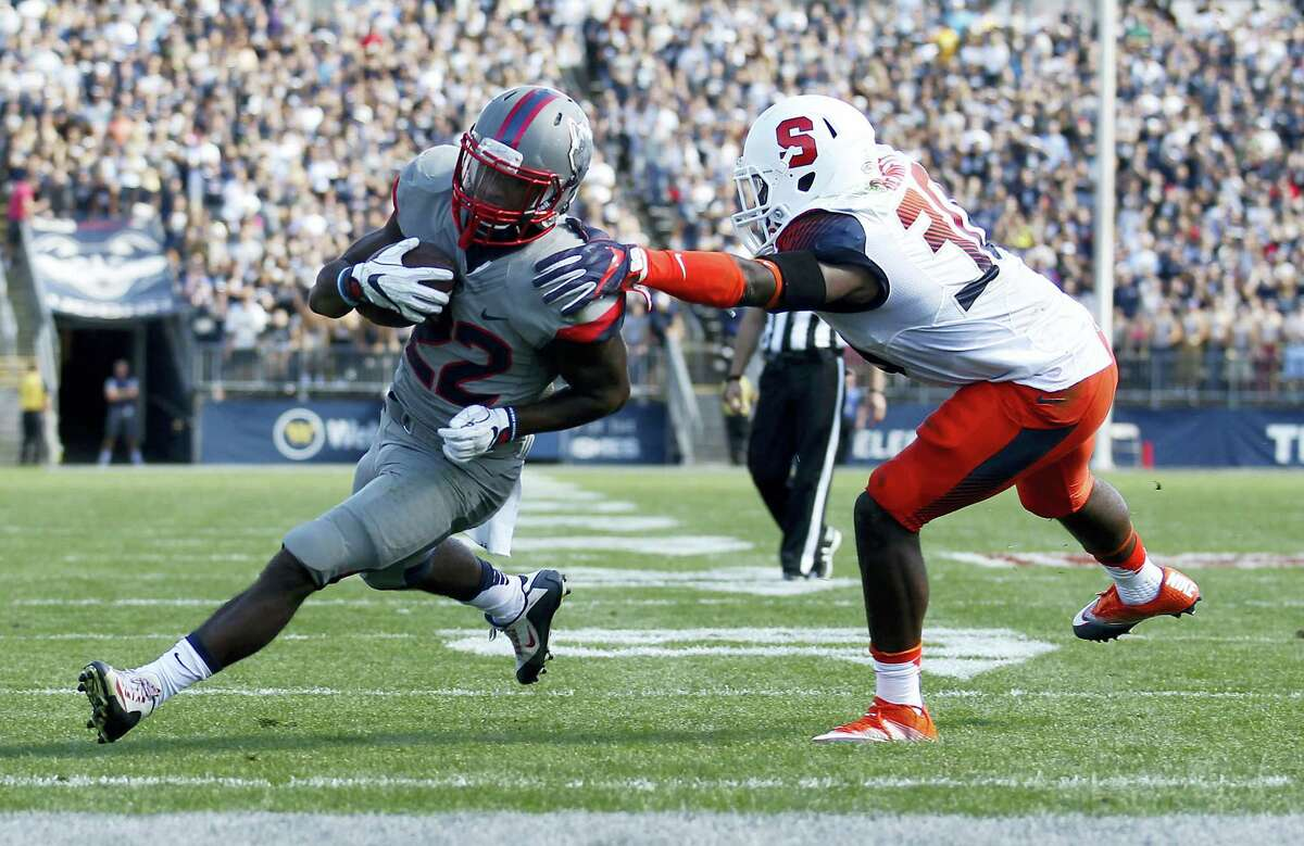 Connecticut's Arkeel Newsome (22) runs past Syracuse's Parris Bennett (30) for a touchdown during the first half of an NCAA football game Saturday, Sept. 24, 2016, in East Hartford, Conn. (AP Photo/Stew Milne)