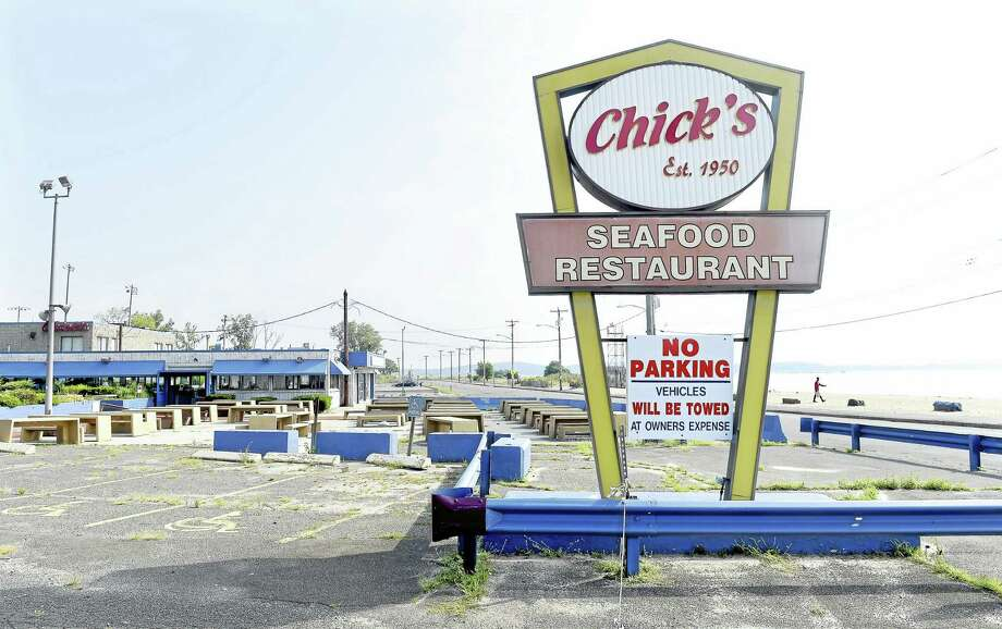 The former Chick's Seafood Restaurant on Beach Street in West Haven. Photo: Arnold Gold — New Haven Register