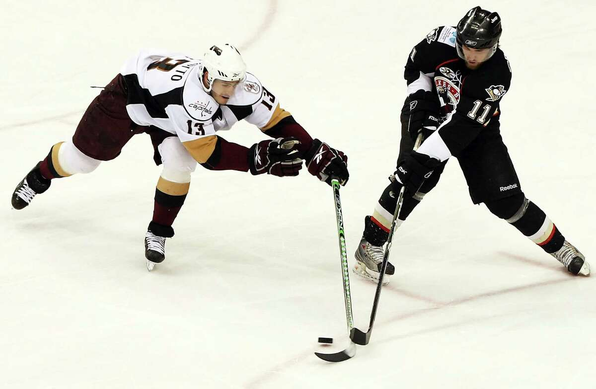 Former Quinnipiac assistant coach Reid Cashman (11), seen here playing for the Wilkes-Barre/Scranton Penguins in 2009, decided to leave Quinnipiac to take a coaching position at Hershey of the AHL.