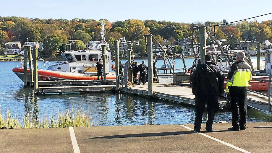 New Haven police investigate Tuesday after a man's body was pulled from the Quinnipiac River. Photo: Wes Duplantier — The New Haven Register