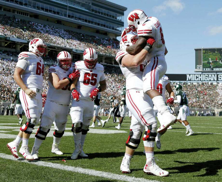 Wisconsin moved up to No. 8 in the latest college football AP Top 25 poll. Photo: Al Goldis — The Associated Press   / FR11125 AP