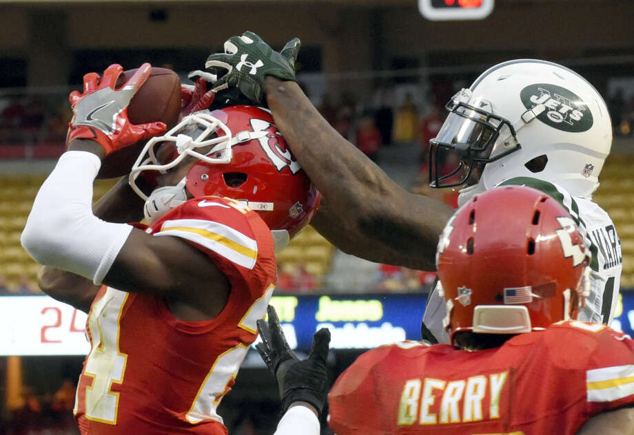 Chiefs defensive back D.J. White, left, intercepts a throw to Jets wide receiver Brandon Marshall during the second half Sunday. Photo: Ed Zurga — The Associated Press   / FR34145 AP