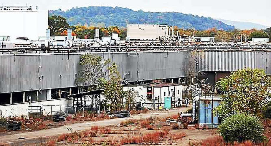 The old Pratt & Whitney plant on Washington Avenue in North Haven. Photo: Peter Casolino — New Haven Register FILE PHOTO