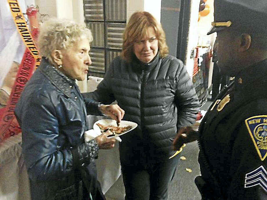 Pizza with a Cop was in New Haven Tuesday. Photo: JULIEMAR ORTIZ — NEW HAVEN REGISTER