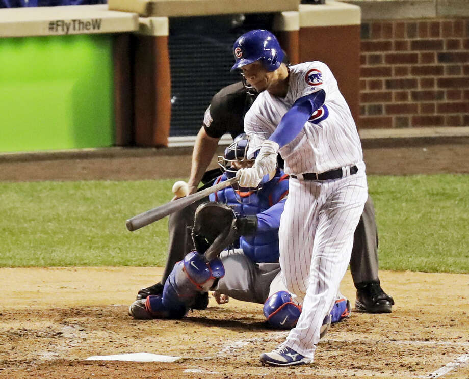 Chicago Cubs catcher Willson Contreras (40) hits a home run during the fourth inning of Game 6 of the National League baseball championship series against the Los Angeles Dodgers on Oct. 22, 2016 in Chicago. Photo: AP Photo/Charles Rex Arbogast   / Copyright 2016 The Associated Press. All rights reserved.