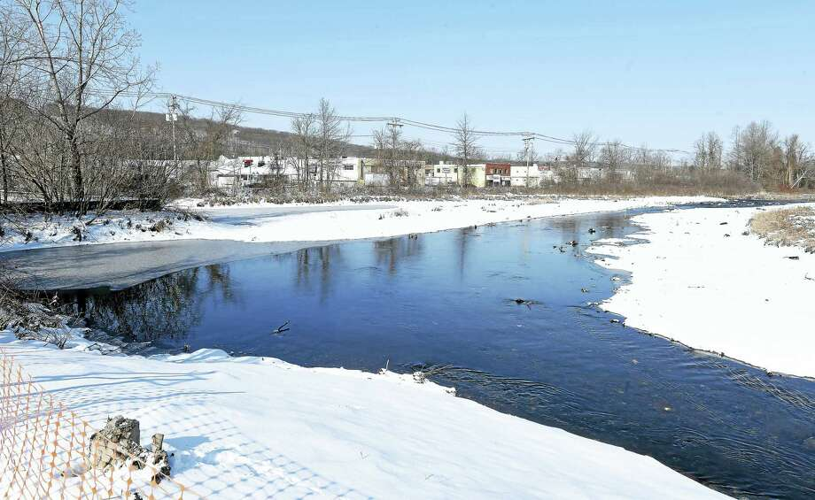 Demolition of the Pond Lily Dam has allowed the West River to flow again through New Haven. Photo: Arnold Gold — New Haven Register
