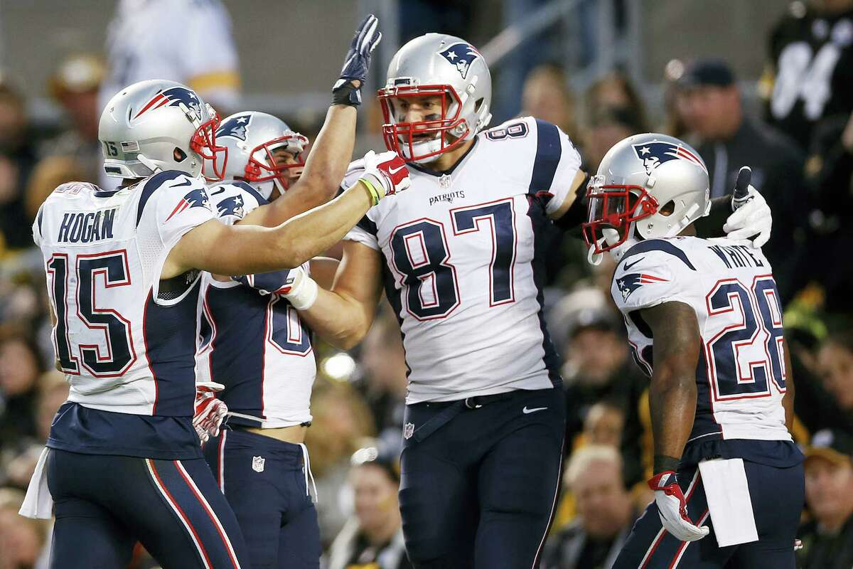 Patriots tight end Rob Gronkowski (87) celebrates his touchdown with teammates during the second half on Sunday.