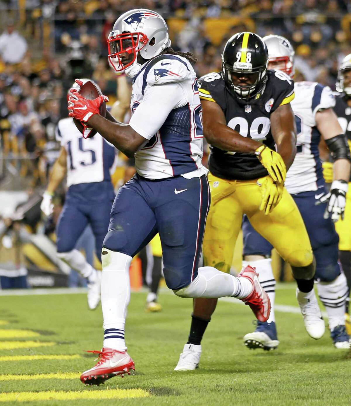 Patriots running back LeGarrette Blount (29) gets into the end zone.
