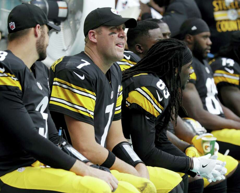 Steelers quarterback Ben Roethlisberger (7) sits on the sidelines during the second half against the Dolphins last week. Photo: The Associated Press File Photo   / Copyright 2016 The Associated Press. All rights reserved.