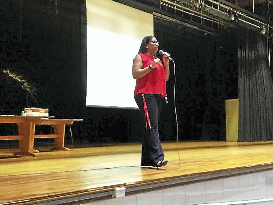 District lead counselor Chaka Felder-McEntire explains to Hillhouse seniors the importance of applying early for financial aid. Photo: Brian Zahn — New Haven Register