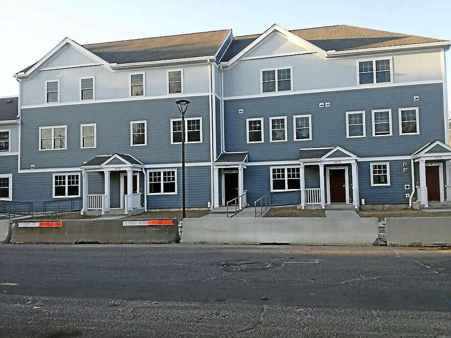 Housing at former Cott factory site in Fair Haven, to which some Farnam Courts tenants will move. Photo: MARY O'LEARY — NEW HAVEN REGISTER