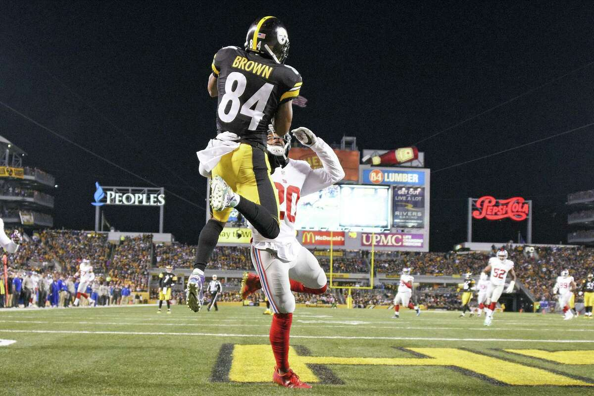 Steelers wide receiver Antonio Brown (84) catches a touchdown pass over Giants cornerback Janoris Jenkins on Sunday.