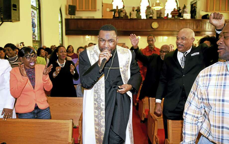 Rev. Kelcy G.L. Steele leads worshippers at Varick Memorial A.M.E. Zion Church Sunday morning. Photo: Arnold Gold-New Haven Register