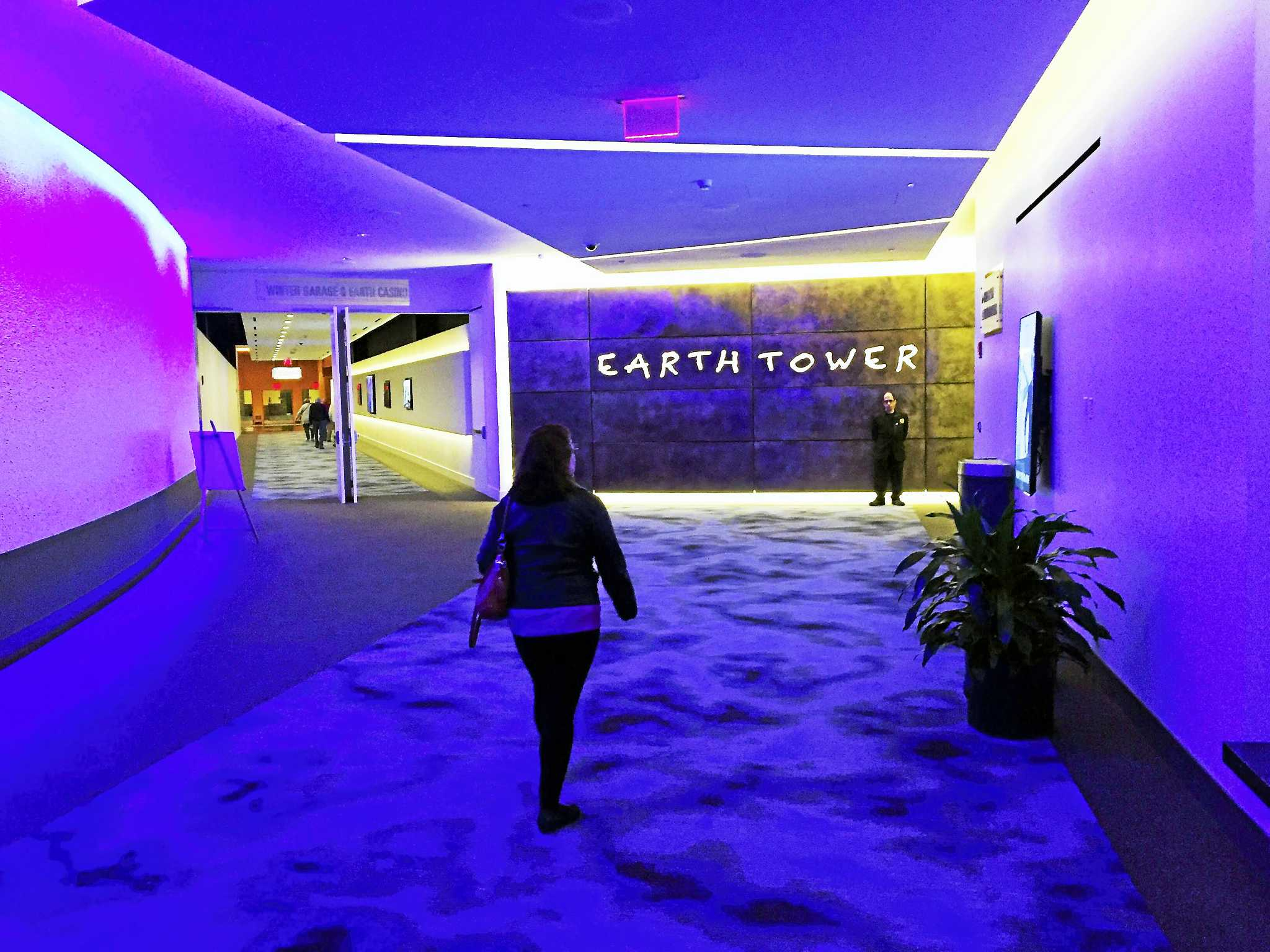 Earth Tower Offers Tech Friendly More Compact Rooms At Mohegan New Haven Register