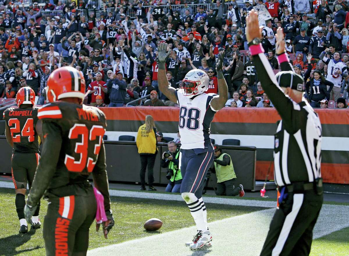 Patriots tight end Martellus Bennett (88) celebrates one of his three touchdown catches on Sunday.