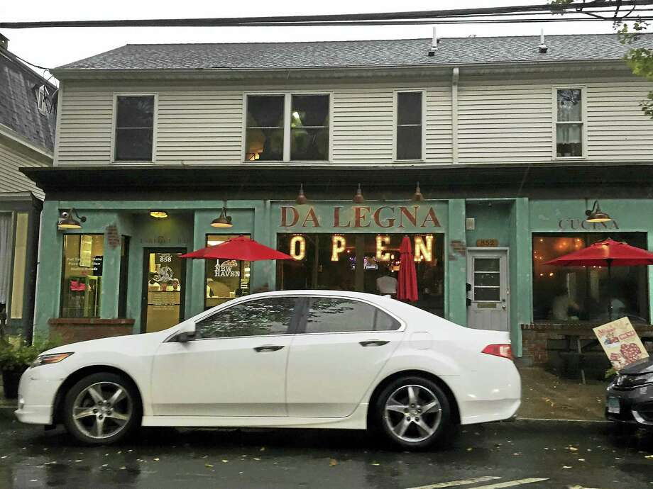 Da Legna restaurant in New Haven. Photo: ESTEBAN L. HERNANDEZ — NEW HAVEN REGISTER