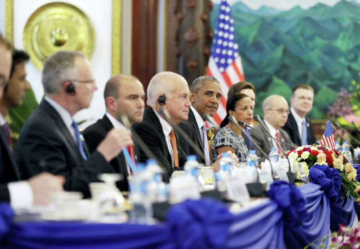 Laotian President Bounnhang Vorachit and U.S. President Barack Obama hold a bilateral meeting at the Presidential Palace in Vientiane, Laos Sept. 6, 2016.