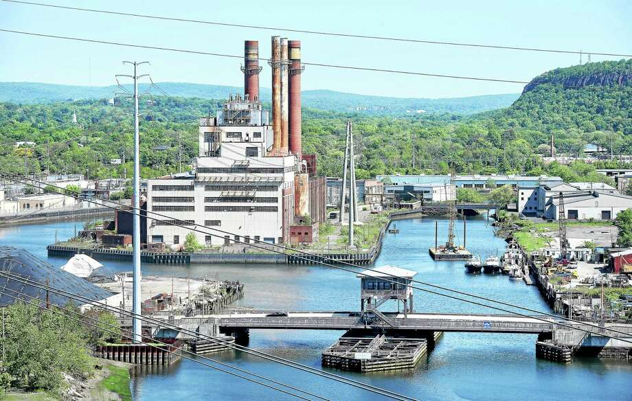 The former English Station power plant in New Haven in 2015. Photo: Arnold Gold — New Haven Register File Photo