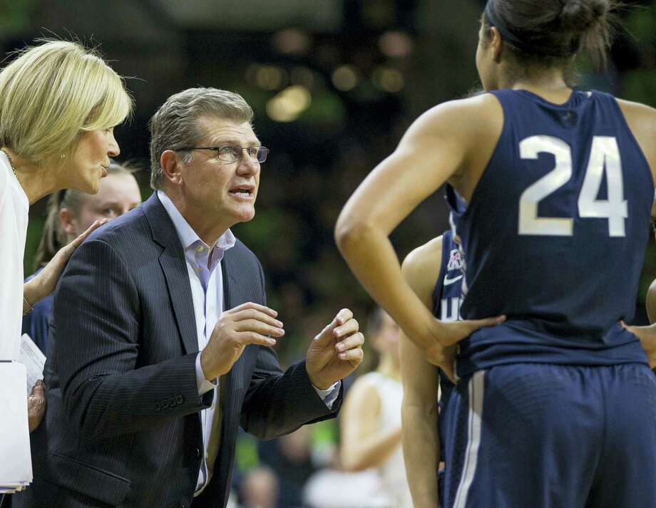 UConn coach Geno Auriemma talks to his team during a timeout. Photo: The Associated Press File Photo   / FR17139 AP