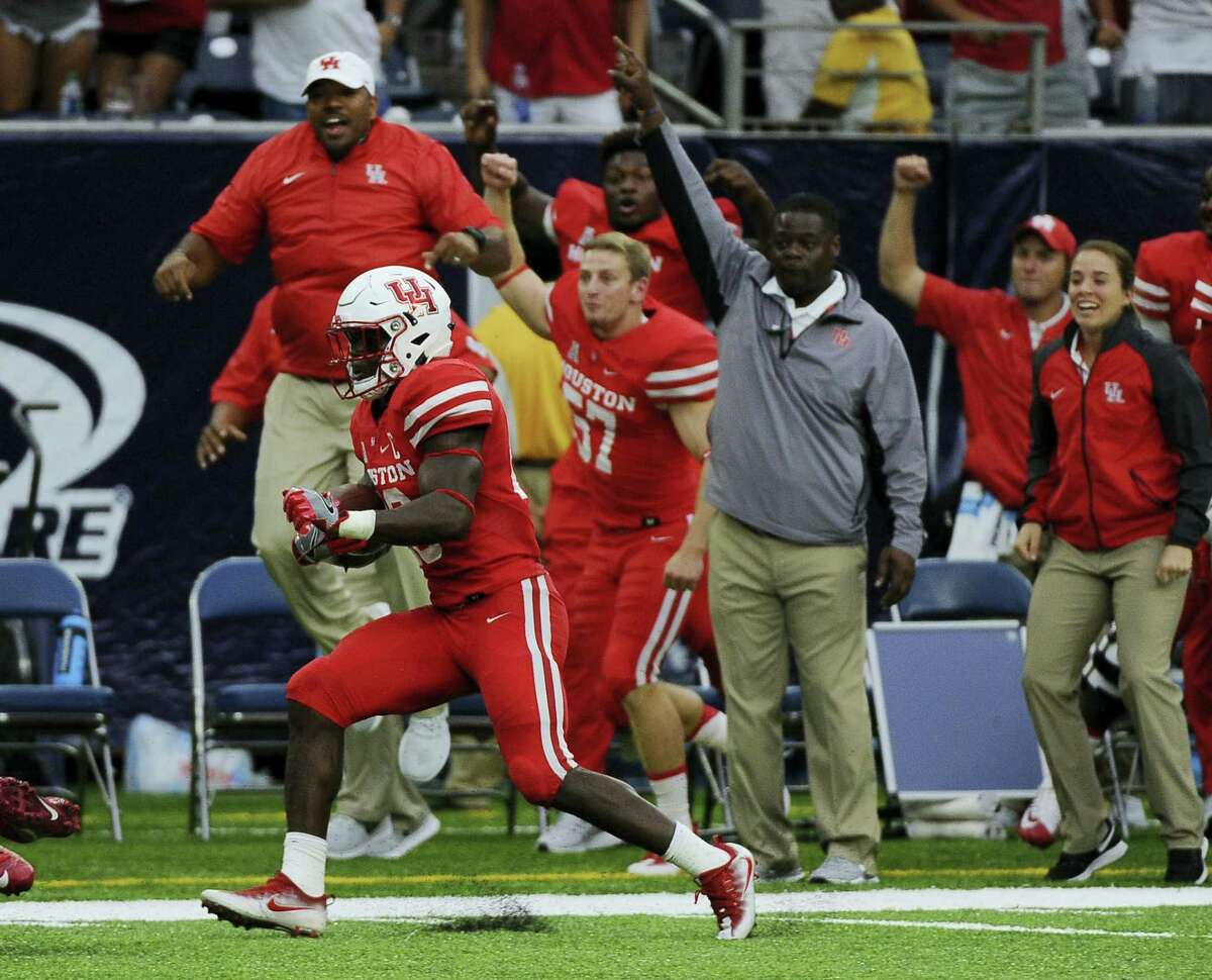 Houston cornerback Brandon Wilson (26) is cheered by the bench as he returns a missed field goal for a touchdown on Saturday.