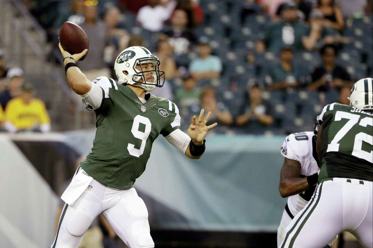 Jets quarterback Bryce Petty passes during the first half of Friday's preseason game against the Eagles.